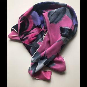 Accessories - New Silk square scarf 🧣